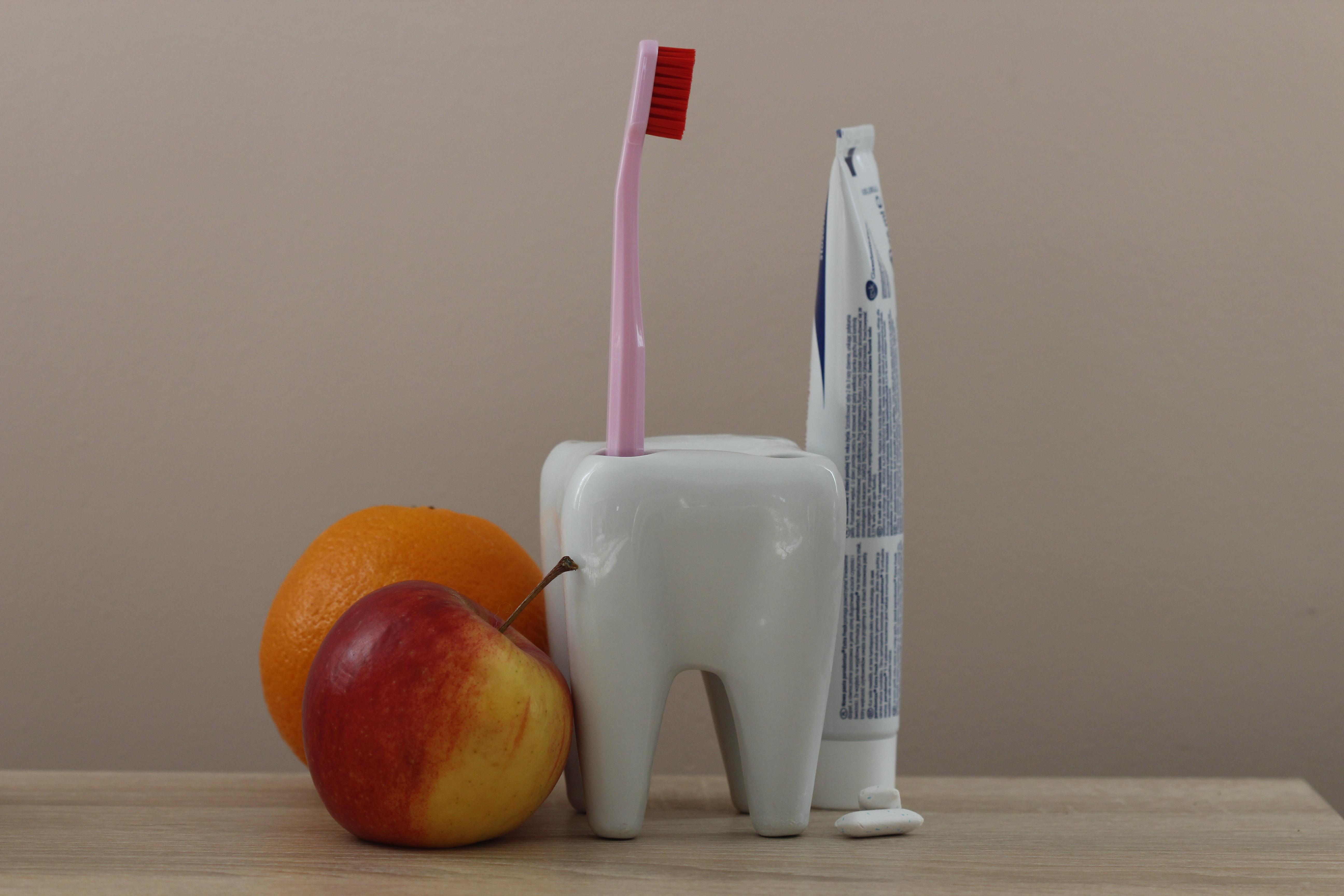 Jak dbać o zęby podczas urlopu